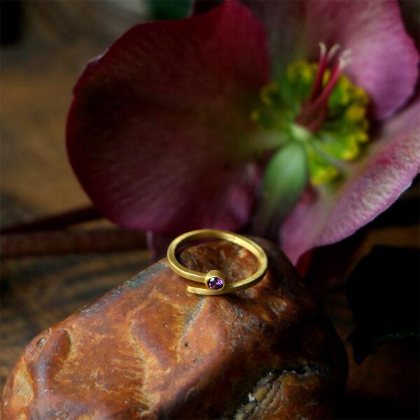 טבעת ספירלה טופז סגול